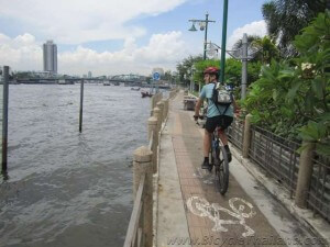 Cycling along the Chao Phraya River