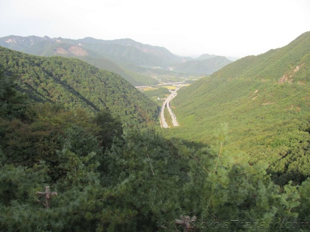 4 rivers cycling path view from top of 5km climb